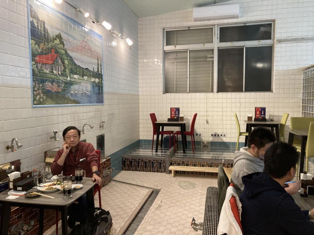 吉塚市場ミャンマー・タイ料理店内部