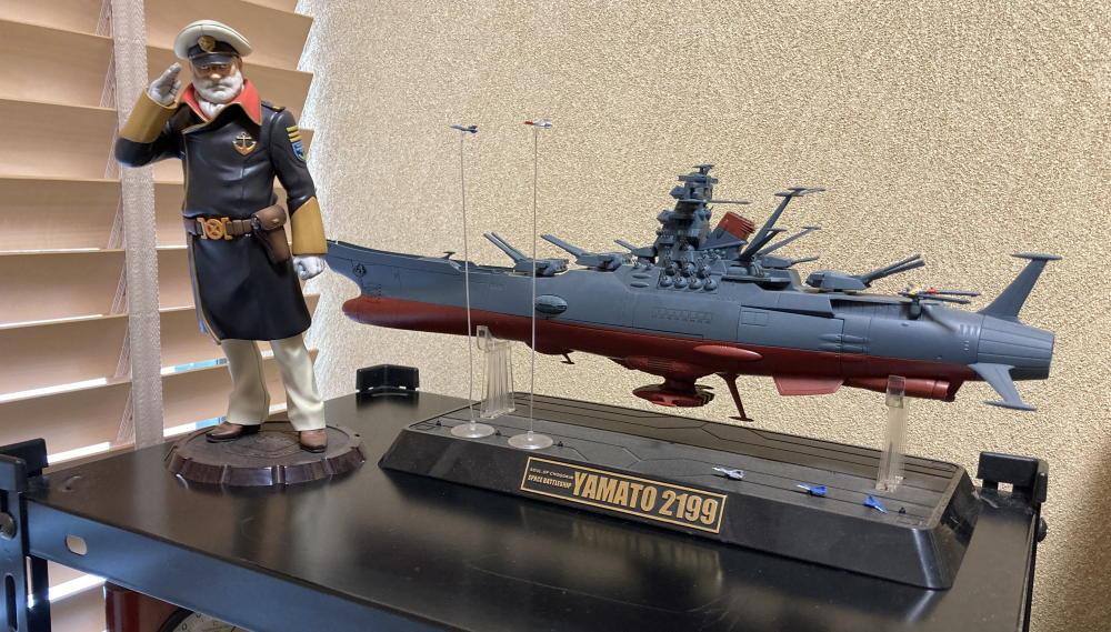 三宅漢方医院診察室の宇宙戦艦ヤマトと沖田艦長のフィギュア